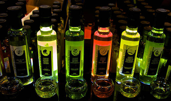 Venetia Featherstone-Witty - Brilliant Bottles of Gourmet Olive Oils