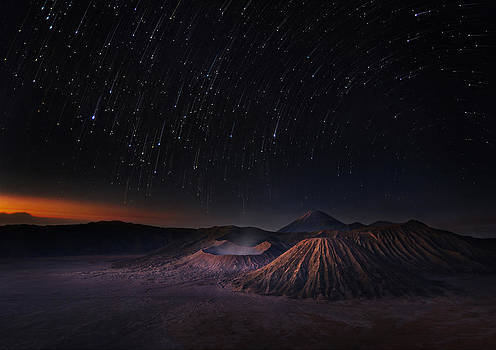 Bromo before sunrise by Weerapong Chaipuck