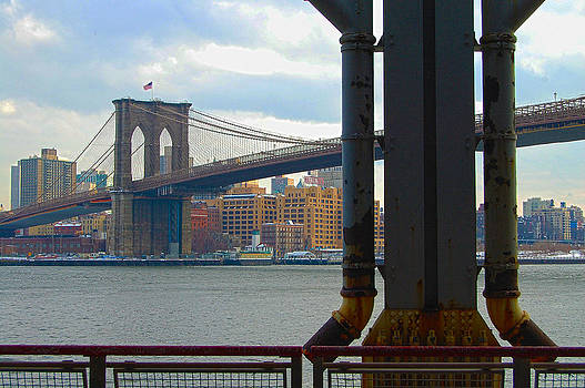 Brooklyn Bridge by Ronaldo Hidalgo