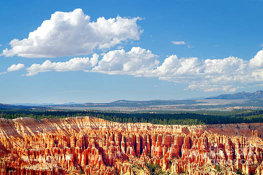 Douglas Taylor - BRYCE CANYON AND CLOUDS