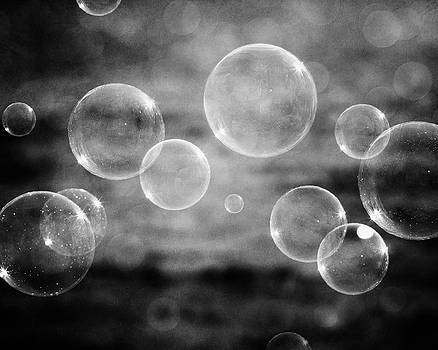 Lisa Russo - Bubbles in Black and White