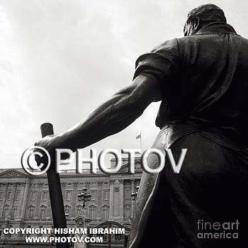 Buckingham Palace and Statue - London by Hisham Ibrahim