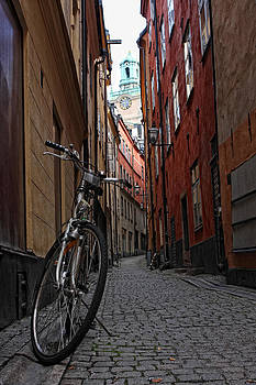 Bycicle in Gamla Stan by Alex Sukonkin