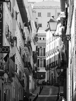 Calle en Europa  by Tara Miller