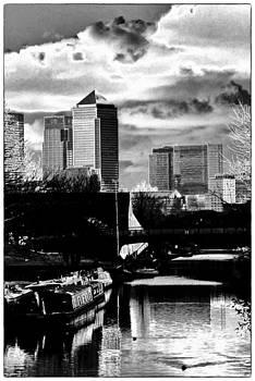 Canary Wharf Regents Canal by David Durham