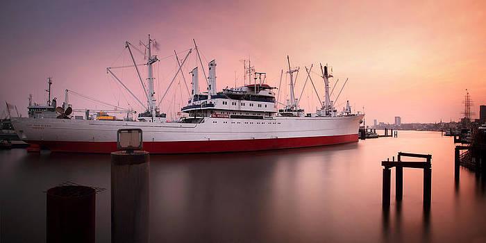 Cap San Diego - Hamburg by Marc Huebner