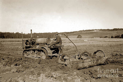 California Views Mr Pat Hathaway Archives - Caterpillar Sixty working a field  Circa 1930