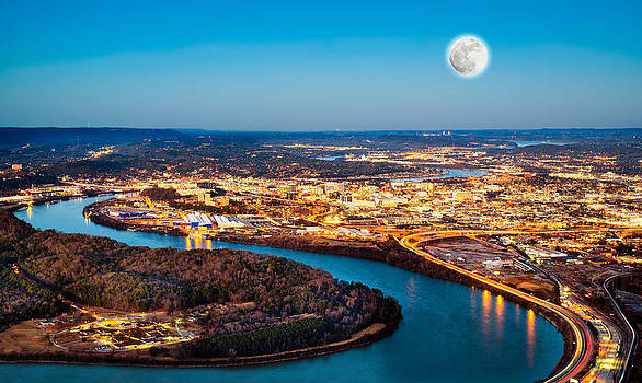 Chattanooga at night by Robert Hainer