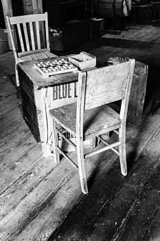 Lynn Palmer - Checkers on a Crate