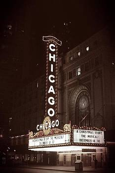 Chicago Theater  by Quentin Wireman