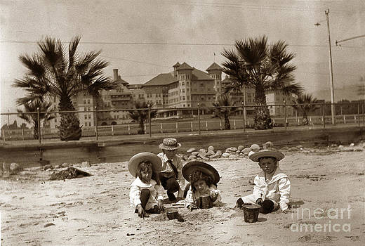 California Views Mr Pat Hathaway Archives - Children on the Santa Barbara beach in front of the Potter Hotel circa 1915