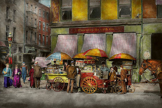 Mike Savad - City - NY- Lunch carts on Broadway St NY - 1906