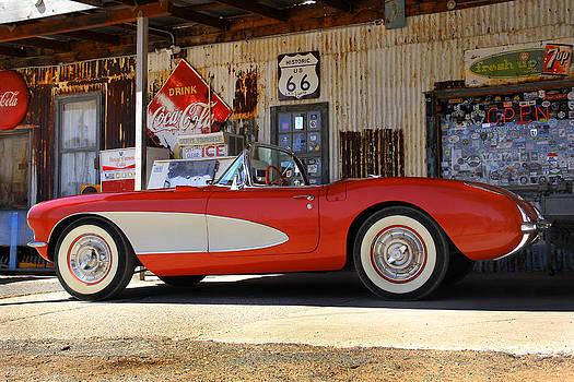 Mike McGlothlen - Classic Corvette on Route 66