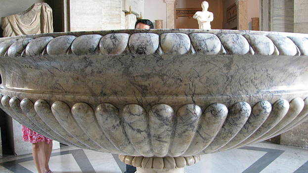Classic Urn  by Suzy  Godefroy