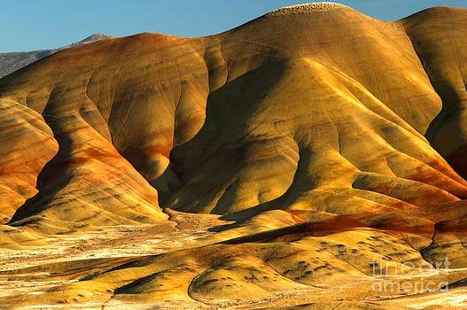 Adam Jewell - Close Up Of The Painted Hills