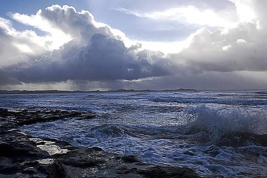 Cloud and wave by Tony Reddington