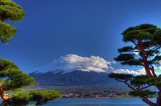 Matt Swinden - Clouds upon Mt Fuji