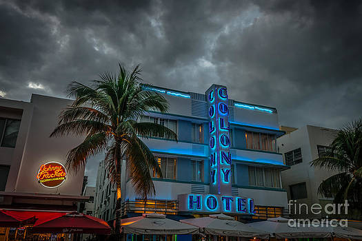 Ian Monk - Colony and Johnny Rockets Art Deco District SOBE Miami - HDR Style
