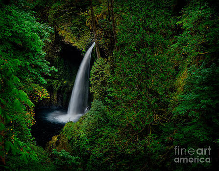 Columbia water falls by Kenneth Eis