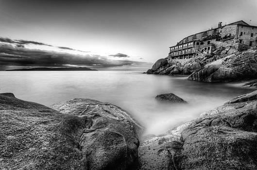 Contrast over the rocks by Tommaso Di Donato