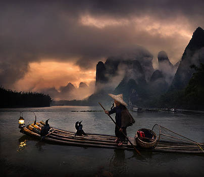 Cormorant show at Li river by Weerapong Chaipuck
