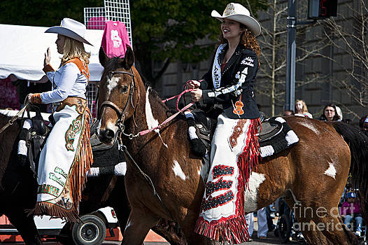 Leslie Cruz - Cowgirls