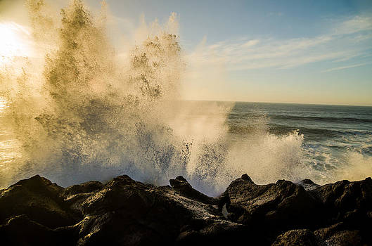 Crashing Wave by Jesse Wright
