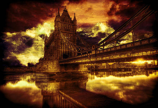 Crashing Waves on London Bridge by Amanda Struz