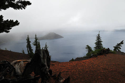 Crater Lake in fog by Thanh Nguyen