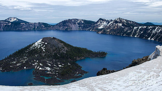 Crater lake NP by Stephen Degraaf