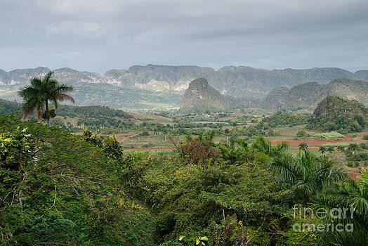 Cuba - Valle de Vinales by Juergen Klust
