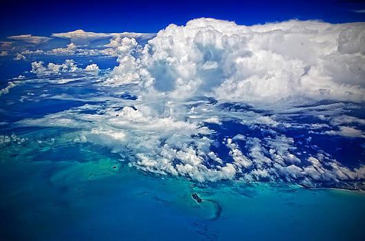 Cumulonumbus over Bahamas by Lamyl Hammoudi