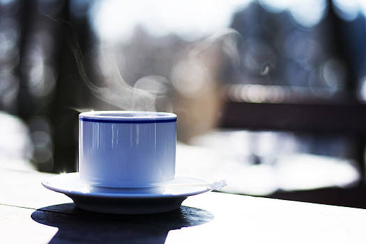 Newnow Photography By Vera Cepic - Cup of hot steaming coffee outdoors