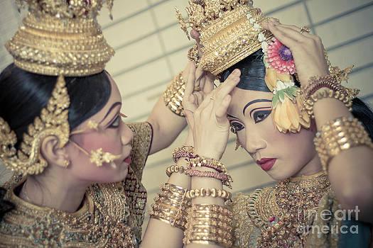 Dance by Phumiphat Thammawong