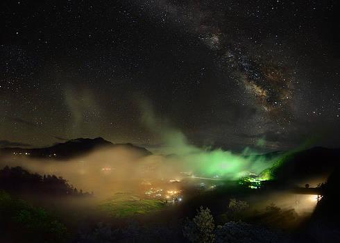 Dancing fog  by Weerapong Chaipuck
