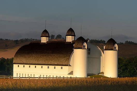 Day Farm Barn by Thomas Pettengill