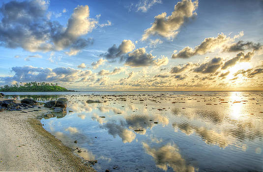 Daybreak on Rarotonga by Dave McGregor