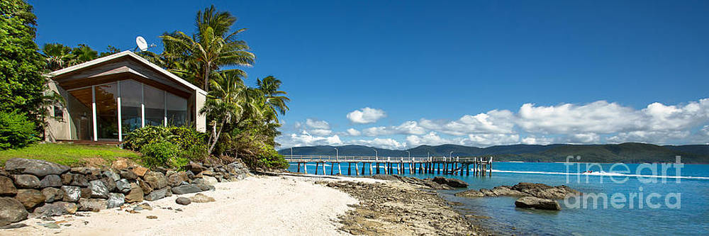 Daydream Island Pano by Shannon Rogers