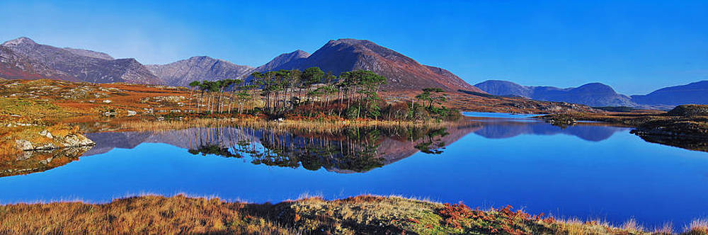 Derryclare Lough reflection by Adrian Hendroff