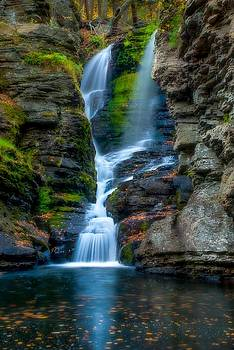 Dingmans Ferry Falls 1 by Ken Beatty