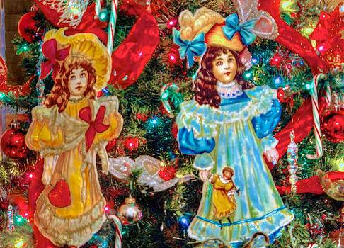 Dolls in the Tree by Larry Bodinson