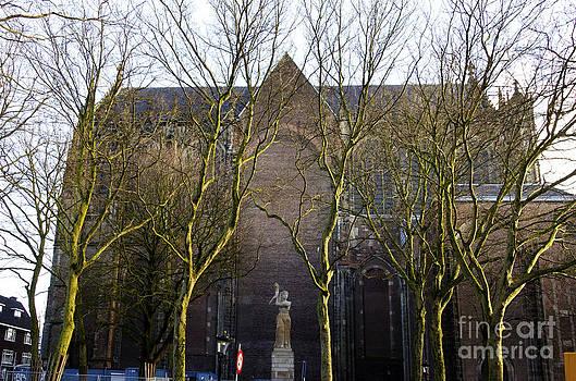 Pravine Chester - Dom Church