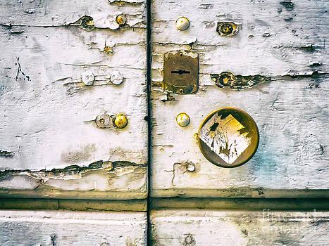 Silvia Ganora - Door detail with keyhole and doorknob