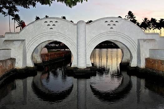 Double Arch Ala Moana by DJ Florek