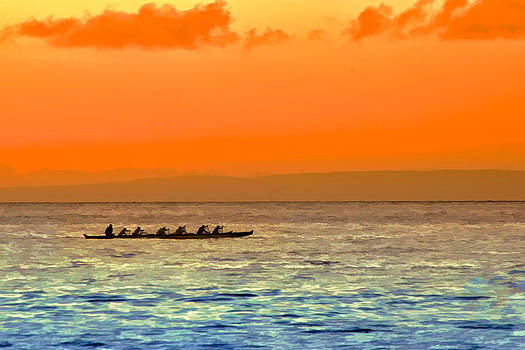 Dragon boat on the Pacific by Kayta Kobayashi