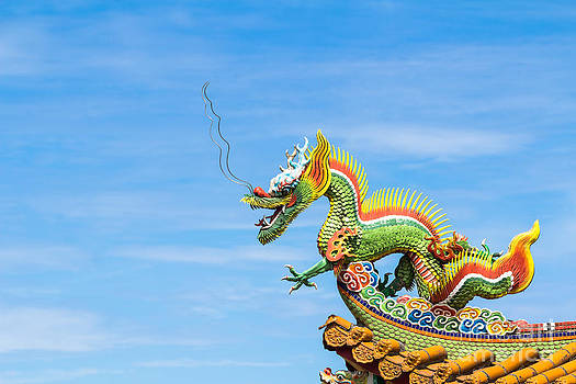 Dragon sculpture on  roof by Tosporn Preede