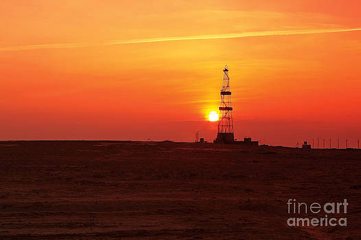 Drilling sunset. by Alexandr  Malyshev