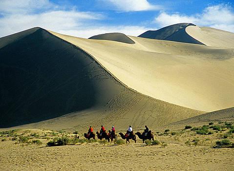 Dennis Cox - Dunhuang caravan