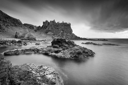 Dunluce Castle by Pawel Klarecki