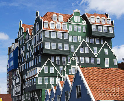 Pravine Chester - Dutch Building